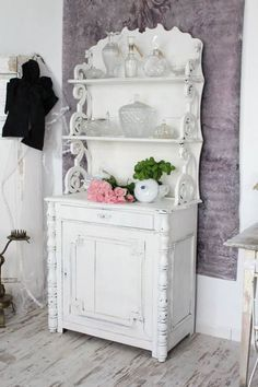 A Shabby Chic Living Room – Decorating On a Budget – Shabby Chic Talk Shabby Chic Mode, Shabby Chic Vintage, Estilo Shabby Chic, Shabby Chic Interiors, Shabby Chic Living Room, Shabby Chic Bedrooms, Shabby Chic Kitchen, Shabby Chic Style, Shabby Chic Furniture