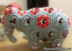 MATIN LUMINEUX: Eléphantes Indiennes au crochet Crochet Elephant Pattern, Crochet Hippo, Crochet Patterns Amigurumi, Crochet For Kids, African Flower Crochet Animals, Crochet Flowers, Crochet Ball, Crochet Chart, Ravelry