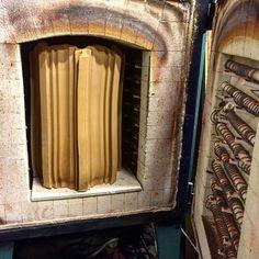 The XXL vase is just fitting inside the oven!!  #ceramic #unique #extruder #extrusion #machines #vase #xxl #lucky #experiment #FlorisWubben #studiofloriswubben
