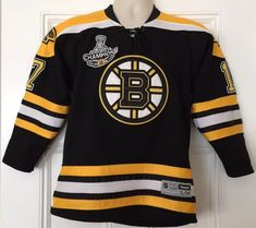 56b496fe9 Boston Bruins  17 Milan Lucic 2011 Stanley Cup Champions Jersey Size S M  Reebok