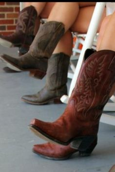 Makes me want some cowboy boots for summer to wear with all my sundresses