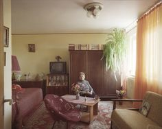 These fascinating photographs show how differently people live inidentical apartments