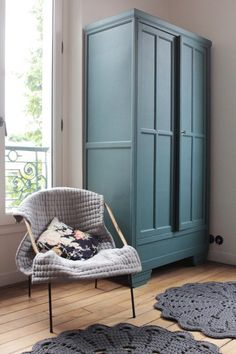 Wood, white, flowers and pastel Spring in blue-green cabinet decoration La - Home Decoration Pictures - Upcycled Furniture, Painted Furniture, Home Furniture, Painted Armoire, Plywood Furniture, Armoire Makeover, Furniture Makeover, Green Cabinets, Cupboards