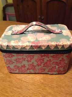 One of my loves <3 glammed up train cases <3. I love this train case <3