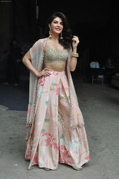 Two piece Indian outfit - Skirt - Embroidered blouse Pakistani Dresses, Indian Dresses, Indian Outfits, Lehenga Designs, Indian Attire, Indian Wear, Look Short, Indian Designer Suits, Bollywood Fashion