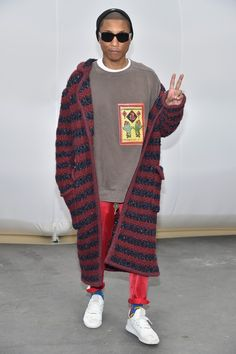 Pharrell Williams Photos - Pharrell Williams attends the Chanel show as part of the Paris Fashion Week Womenswear Fall/Winter on March 2017 in Paris, France. Urban Fashion, Boy Fashion, Paris Fashion, Mens Fashion, Fashion Design, Fashion Trends, Black Guy Fashion, Street Fashion, Fashion Ideas