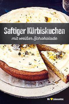 Saftiger Kürbiskuchen This refined pastry goes well with an autumnal coffee table: try our pumpkin pie with white chocolate and hazelnuts and a sweet cream cheese topping – juicy and delicious! Cream Cheese Topping, Cinnamon Cream Cheese Frosting, Cinnamon Cream Cheeses, Lunch Recipes, Smoothie Recipes, Low Carb Recipes, Cake Recipes, Strawberry Smoothie, Pumpkin Spice Cupcakes