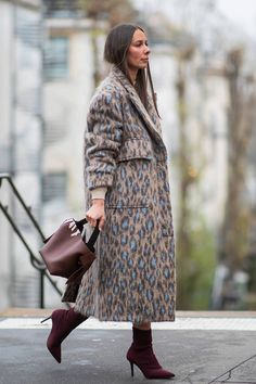 Paris Fashion Week Outfit Ideas I Could Actually Wear IRL Haute Couture Fashion Week street style January leopard print coat with burgundy accessoriesHaute Couture Fashion Week street style January leopard print coat with burgundy accessories Fashion Mode, Fashion Week, Look Fashion, Paris Fashion, Fashion Outfits, Womens Fashion, Fashion Trends, Fashion Styles, Style Couture