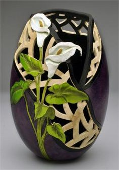 Blooming Calla Lilies Gourd by Rosario Wilke Decorative Gourds, Hand Painted Gourds, Ceramic Pottery, Ceramic Art, Gourd Lamp, Pumpkin Art, Creation Deco, Egg Art, Pottery Painting
