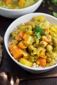 Slow Cooker Thai Yellow Curry | via veggiechick.com #vegan #glutenfree #oilfree
