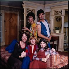Valerie Bertinelli, Julie Cooper, Bonnie Franklin, Mackenzie Phillips, and Pat Harrington in One Day at a Time 90s Tv Shows, Old Shows, Movies And Tv Shows, Louise Wilson, Touched By An Angel, Hollywood Pictures, Valerie Bertinelli, Family Tv, Last Dance