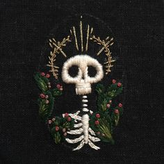 #macabre #mementomori #stiching #skeleton #cacti #fiberart #needlecraft #handembroidery #handmade #embroidery #embroideryart