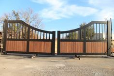 These faux-wood painted, aluminum, custom ranch gates are a modern version of traditional driveway gates. Aluminum won't rust like steel and is lower maintenance than wood. Faux Wood Paint, Iron Gate Design, Custom Gates, Texas Ranch, Modern Ranch, Driveway Gate, My Property, Entrance Gates, Iron Gates