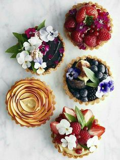 100 Best Fruit Tart Samples A classic French fruit tart is one of those understatedly beautiful desserts that just about everyone loves. It's the perfect make-ahead dinner party . Just Desserts, Delicious Desserts, Dessert Recipes, Yummy Food, French Desserts, Gourmet Desserts, Dessert Food, Yummy Yummy, Cake Recipes