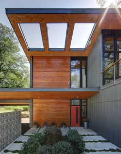 Midvale Courtyard House is a renovation and addition of a mid-century modern ranch house in Madison, Wisconsin, designed by Bruns Architecture. Modern House Design, Modern Interior Design, Home Design, Design Ideas, Modern Houses, Patio Design, Design Room, Minimalist Interior, Interior Paint