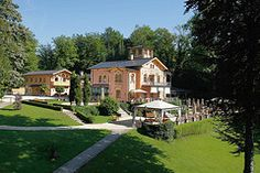 Pictures of the Hotel La Villa at Lake Starnberg – Michelle Medvedeff – Join the world of pin Villa, Dream Job, See Picture, Wedding Locations, Beautiful Landscapes, Castle, Relax, Explore, Mansions