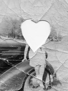 Black and White Vintage Photography: Take Photos Like A Pro With These Easy Tips – Black and White Photography Design Room, Home Design, Creative Studio, Message Secret, Cut Out Pictures, Do What You Want, Illustrations, Felt Hearts, Map Art