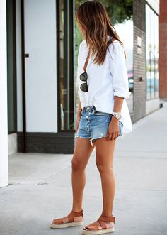 Sincerely Jules makes the perfect denim short that can be easily mimicked through a DIY method. // #Fashion