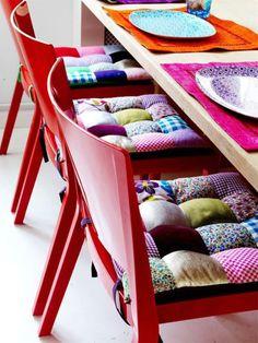 подушки пэчворк на стульях