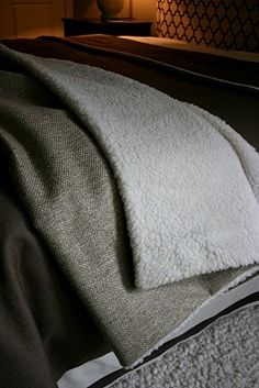 Instructions: simple fleece throw blanket 2019 Instructions: simple fleece throw blanket The post Instructions: simple fleece throw blanket 2019 appeared first on Blanket Diy. Fleece Blanket Diy, Fleece Throw, Sewing Hacks, Sewing Crafts, Sewing Projects, Sewing Tips, Diy Xmas Gifts, Christmas Gifts, Diy Throws