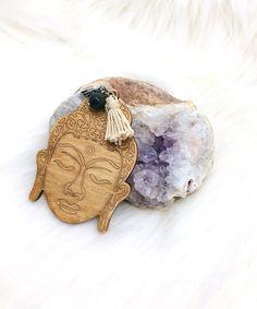 Pendentiftête de bouddhaen bois Druzy Ring, Rings, Jewelry, Pom Poms, Lobster Clasp, Pendant, Woodwind Instrument, Jewerly, Jewlery