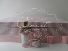 caixa-forrada-de-tecido-listras-rosa-para-casamento-fechada
