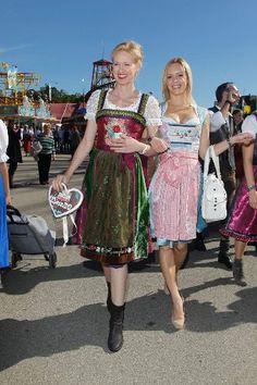 Andrea Sokol in Lola Paltinger und Isabel Edvardsson in CocoVero - Oktoberfest 2012