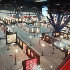 Look how gorgeous the quilt show is! #quiltmarket