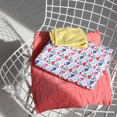 """Tissu """"couvre-toi bien"""" ATELIER BRUNETTE - 1,80 € x 10cm - Anna Ka Bazaar • 100% popeline de coton • Laize 140cm • Densité 110g/m2 • Lavage à 30 - 40°"""