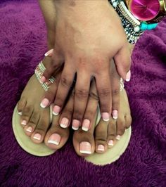 I love French tip toes 😜 French Tip Toes, French Pedicure, Cute Toes, Pretty Toes, Pretty Ebony, Semi Permanent Tattoo, Socks And Sandals, Beautiful Toes, Feet Nails