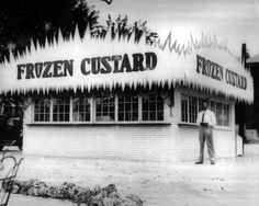 Ted Drews opened the first St. Louis stands on Natural Bridge Rd. and South Grand in 1931. In 1941, the family opened a second south side stand which is the current Chippewa location. By 1958, it was the sole location.
