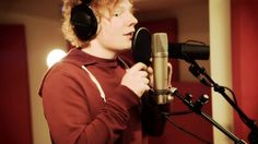 Ed Sheeran - Wayfaring Stranger - open this in two tabs and start the second on 0:12 sounds amazing!