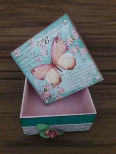 Decoupage Wood, Decoupage Vintage, Cardboard Crafts, Paper Crafts, Steampunk Book, Arts And Crafts Storage, Mod Podge Crafts, Girls Jewelry Box, Painted Bedroom Furniture