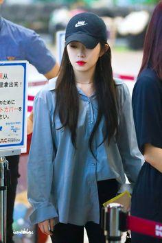 """""""irene in caps that will make you gay : a thread 😜"""" Irene Red Velvet, Red Velvet Joy, Velvet Style, Seulgi, Rapper, Girl Fashion, Fashion Outfits, Style Fashion, Brave Girl"""