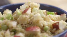 Salade de quinoa, pommes et gouda - cuisine fute Quebec, Vegetarian Recipes, Healthy Recipes, Good Food, Yummy Food, Gouda, Vegetable Side Dishes, Raw Vegan, Family Meals