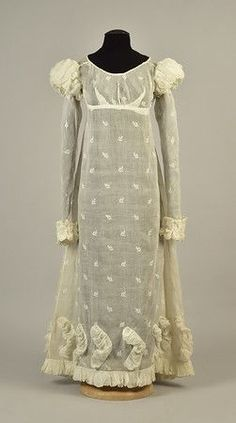 White cotton having empire bodice and long sleeves with puffed shoulder cap of raised ruched channels with drawstring. on Apr 2018 Jane Austen, Regency Dress, Regency Era, Muslin Dress, Vintage Outfits, Vintage Fashion, 19th Century Fashion, Sweet Dress, Fashion Plates