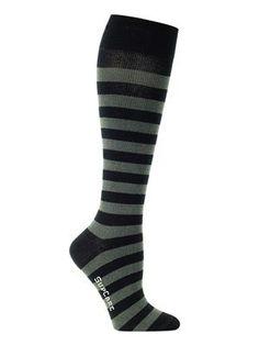 Deze mooie steunkousen zijn niet te onderscheiden van normale (kniehoge) sokken. De kousen hebben een compressie van 15-21 mmHg waardoor ze uitermate geschikt zijn voor dagelijks gebruik. Butik21.nl | €14,90