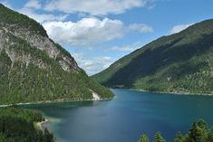 Mit knapp 3 km² Fläche ist der Plansee der zweitgrößte natürliche See Tirols.  Foto von @annedrotleff Hd Photos, Nature Photos, Water Pictures, Austria, Travel, Outdoor, Communities Unit, Alps, Things To Do