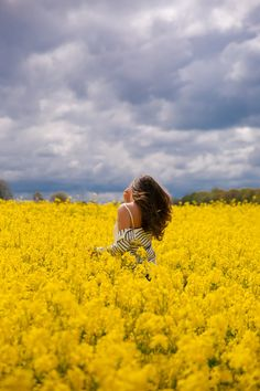 Fields of Gold, Norfolk – The Londoner – girl photoshoot Sunflower Photography, Yellow Photography, Girl Photography, Vintage Photography, Photography Flowers, Digital Photography, Yellow Fields, Fields Of Gold, Canola Field