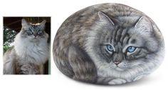 Jedi - acrylic on rock - cm. 20 | Pet Rock Portraits by Roberto Rizzo | www.robertorizzo.com | #cats #portraits #cats #rockpainting #paintedrocks #fineart #art #animals #catportraits