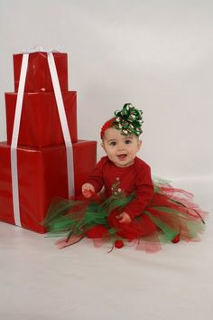 baby first christmas Babys First Christmas First Christmas Photos, Xmas Photos, Babys 1st Christmas, Holiday Pictures, Kids Christmas, Baby Girl Photos, Cute Baby Pictures, Foto Newborn, Foto Baby