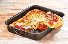 Πίτσα του λεπτού που αγαπούν τα παιδιά! Φτιάξτε τη μαζί τους! Gyro Pita, The Kitchen Food Network, Date Recipes, Tasty, Yummy Food, Food Categories, Party Snacks, Kid Friendly Meals, Creative Food