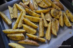 Cartofi la cuptor cu usturoi si parmezan - garlic parmesan wedges   Savori Urbane Parmezan, Cooking Recipes, Wedges, Vegetables, Food, Cat, Diana, Handmade, Hand Made