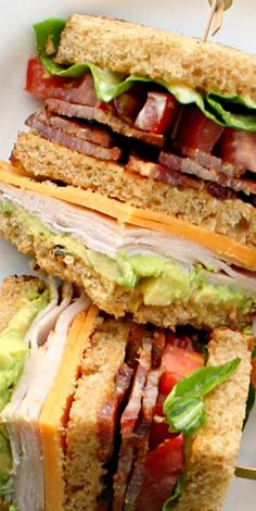 Best Turkey Club Sandwich in the World Turkey Club Sandwich -- Suddenly this looks absolute divine and I could devour it for breakfast tomorrow.Turkey Club Sandwich -- Suddenly this looks absolute divine and I could devour it for breakfast tomorrow. Turkey Club Sandwich, Soup And Sandwich, Club Sandwich Recipes, Chicken Sandwich, Sandwich Bar, Sandwich Spread, I Love Food, Good Food, Yummy Food