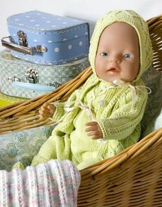 Baby Born Green knit for baby children - Her World Baby Born Clothes, Pet Clothes, Doll Clothes, Knitting Dolls Clothes, Knitted Dolls, Knitting For Kids, Baby Knitting, Girl Dolls, Baby Dolls