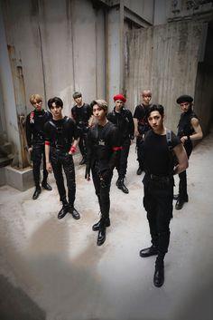 Stray Kids Seungmin, Felix Stray Kids, V Video, Foto E Video, Lee Min Ho, Savage Kids, K Wallpaper, Crazy Kids, Kpop Guys