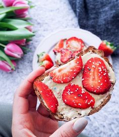 Its a good day to start with a Strawberry-Peanutbutter-Slice 🍓🍓🍓 #goodday Todo List for toda