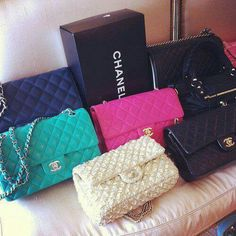 I would absolutely die to own a Chanel bag <3