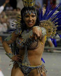 """Voa Águia, vai buscar  O sonho de campeã""  Foto: Robson Fernandjes  #Carnaval2017 #Carnaval2015 #TerraDaGaroa #SãoPaulo #Anhembi #Sampa #InstaSampa #Musa #Fit #Fitness #Gym  #AguiaDeOuro #Pompeia #Japan #Japao #BoaTarde #GoodAfternoon  #Brazilian #Brazil #Brasil #MeuMundoDoSamba #InstaSambista"