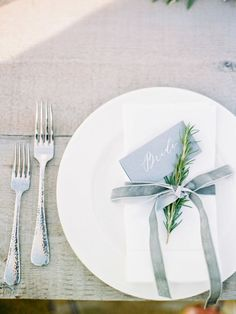 Greenery Wedding Place Setting Ideas